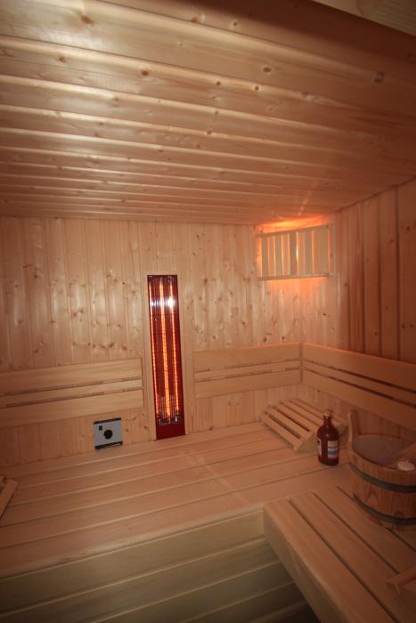 Sauna mit Vollspektrumstrahler