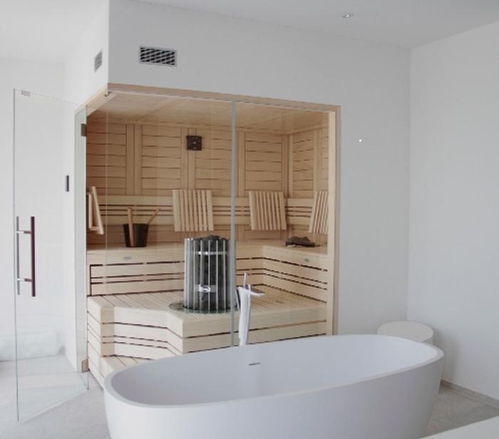 Massivholz-Design-Sauna im Badezimmer