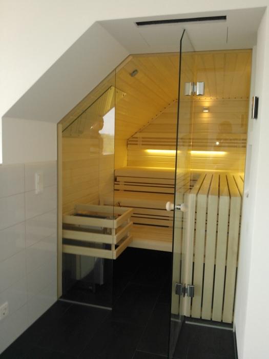 Sauna Dachschräge und Glasfront