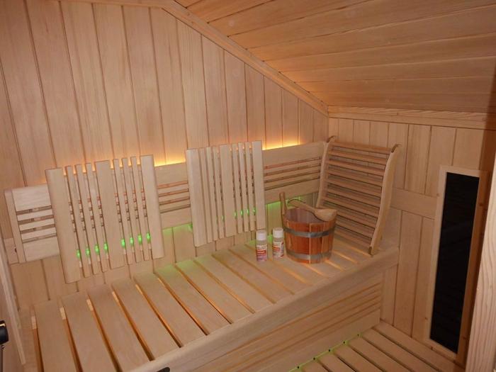 Sauna mit Dachschräge in Maßanfertigung